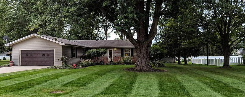 Lawn mowing pattern