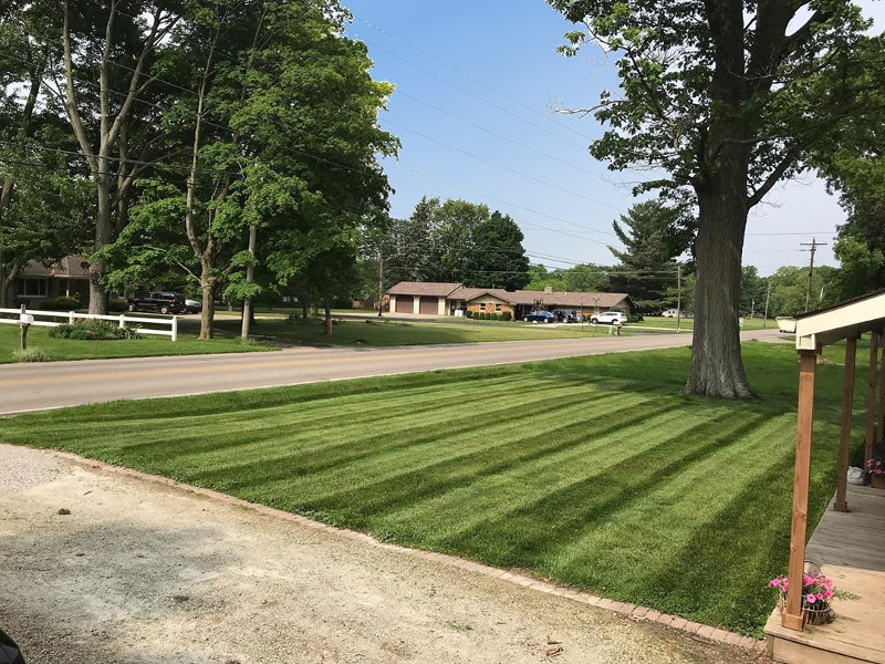 Residential lawn mowing service in Naperville